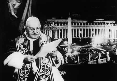 Papa Giovanni XXIII. Discorso alla Luna e Carezza ai Bambini