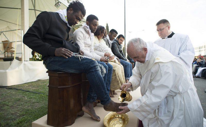 Il gesto di Papa Francesco verso coloro che affrontano i duri viaggi della disperazione
