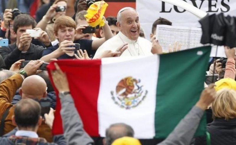 Papa Francesco si commuove all' ospedale pediatrico