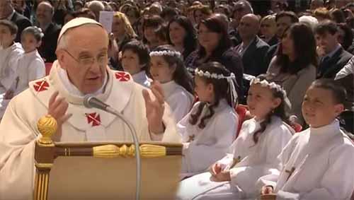 Papa Francesco spiega la Trinità ai bambini
