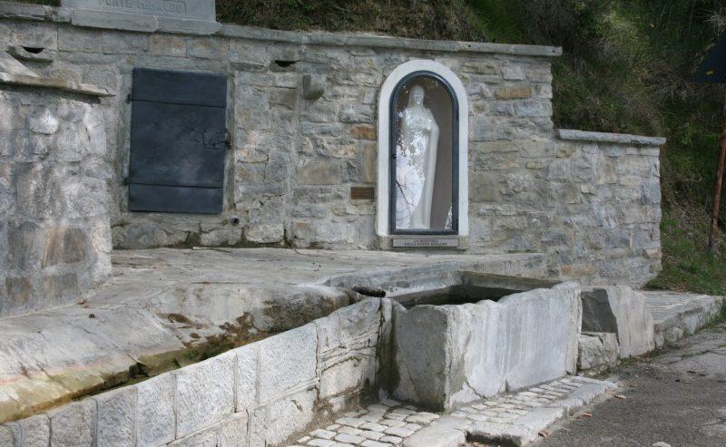 Questa fonte cara alla Madonna custodisce i bambini