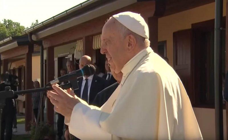 Il papa visita Camerino