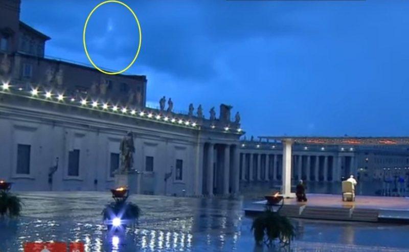 La Madonna appare durante la benedizione di Papa Francesco? il video impazza sul Web