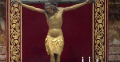 L'antico Crocifisso della chiesa di San Marcello: i miracoli e la preghiera per una grazia